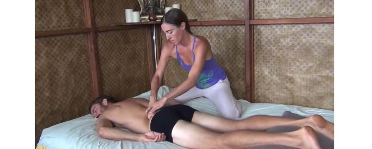How to Give an Amazing Massage on the Bed (VIDEO)